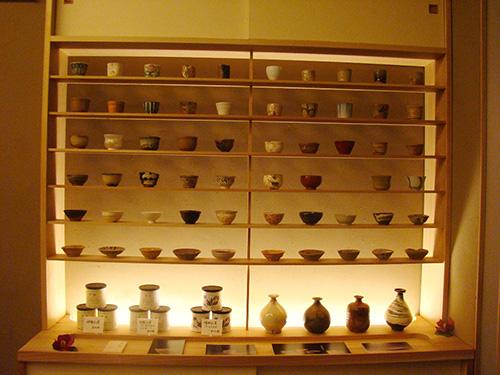 様々な器と一緒に、和紅茶もあります