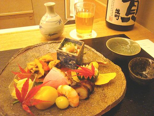 料理と、選りすぐりの日本酒、そして和紅茶が愉しめる