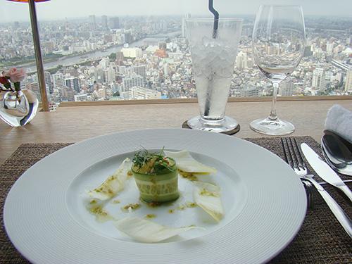 東京を見下ろしながらのランチ野菜の魅力を再発見出来ます。